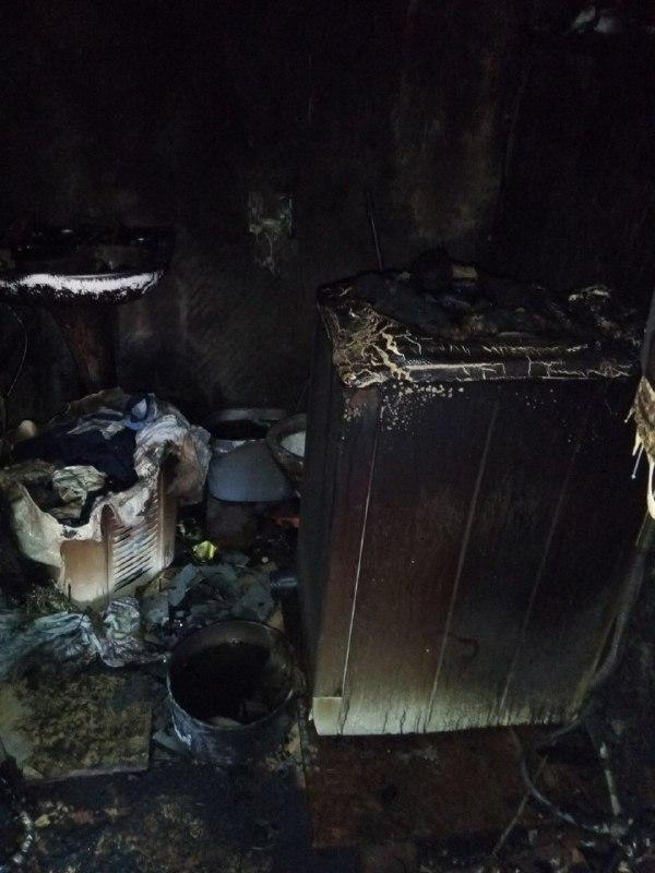 Опубликованы фото пожара в Горловке, который уничтожил дом многодетной семье, фото-2