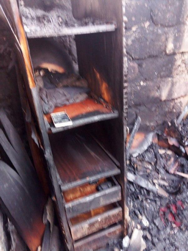 Опубликованы фото пожара в Горловке, который уничтожил дом многодетной семье, фото-1